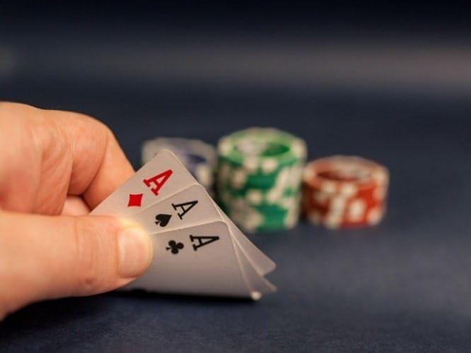 cách đánh bài trên mạng