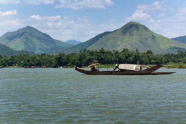 Núi Ngự Bình (núi Bài Thơ) là địa điểm du lịch Huế đầy lý tưởng