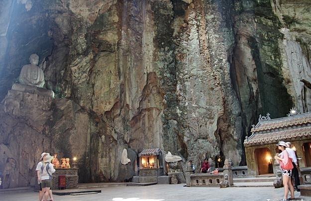 Đi du lịch Đà Nẵng bạn có thể thăm Động Huyền Không ở Ngũ Hành Sơn