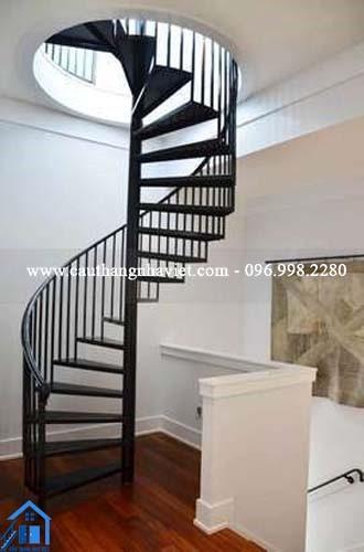 Mẫu cầu thang sắt tròn đẹp mắt