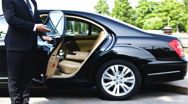Dịch vụ thuê xe tháng có tài xế đưa đón chuyên gia uy tín